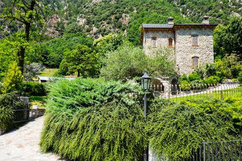 Andorra la Vella combina camins de natura amb història