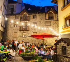Sopars al aire lliure al barri antic d'Andorra la Vella